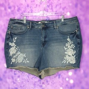 Torrid embroidered high-rise short shorts